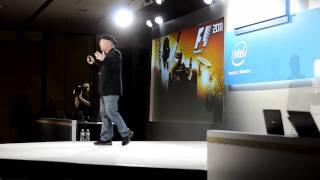FAIL: Intel en el CES 2012 finge probar juegos 3D en sus Ultrabooks DX11 cuando sólo era un video