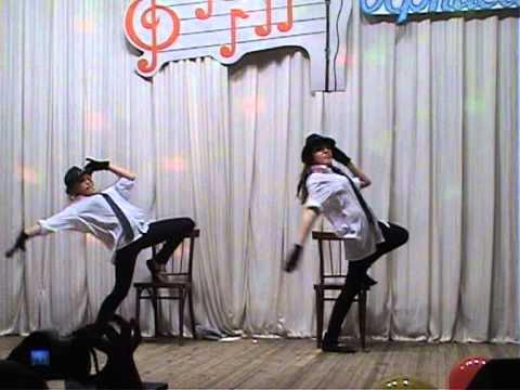 Конкурс со стульями и шляпами