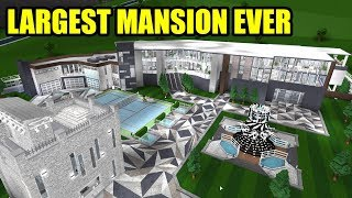 Touring the LARGEST MANSION EVER with the CREATORS | Roblox Welcome to Bloxburg