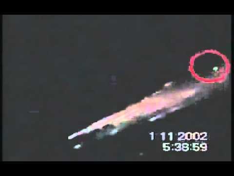 Ovni destruye un meteorito antes de chocar con la tierra.