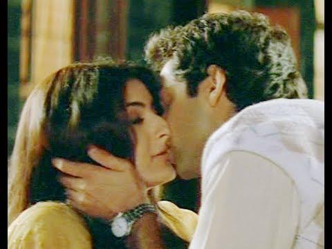 Abhay Deol and Soha Ali Khan Kissing Scene - Ahista Ahista - Innocent Kiss - Hindi Movie
