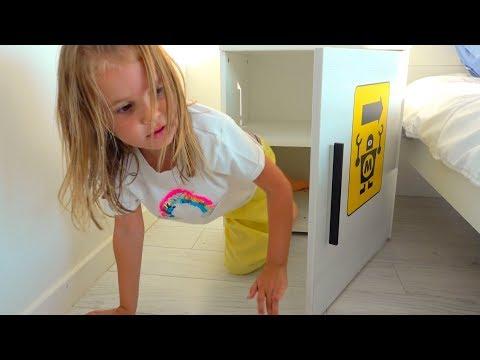 Дети - Невидимки прятки в доме