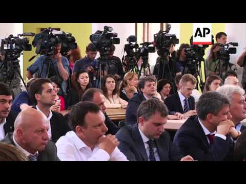 Newly elected Kiev mayor Vitali Klitschko presides over first council meeting