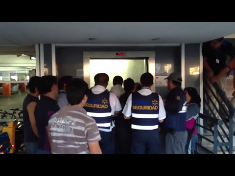 Pelea entre guardia de seguridad y clientes en Líder Concep