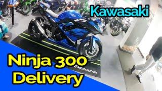 Ninja 300 delivery india | Kawasaki ninja 300 walk around | Motovlogging on bajaj discover 125 ST