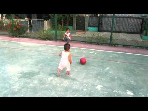luar biasa anak kecil dengan permainan bola seperti messi
