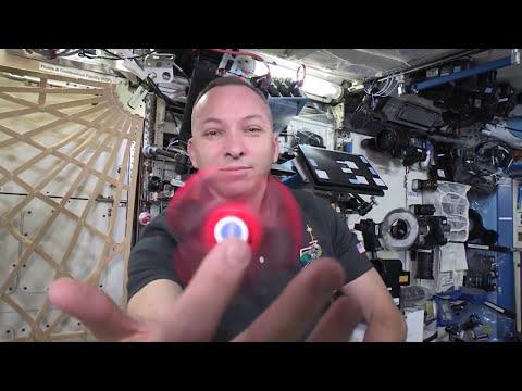 Fidget Spinner no espaço em gravidade zero