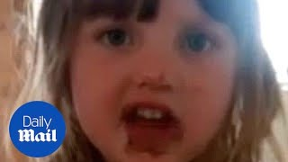 Hilarious moment little girl lies to mother after eating cake - Daily Mail