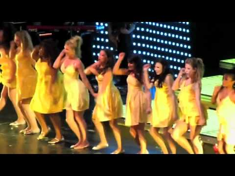 Glee Live: Halo/ Walking on Sunshine