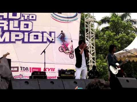 Alena - Gagal Bercinta'Armada(Live @Lanud Bogor).avi