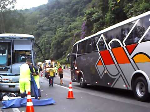 Acidente grav�ssimo em Miracatu: SP: Brasil: altura do km. 357 [Rodovia da Morte]