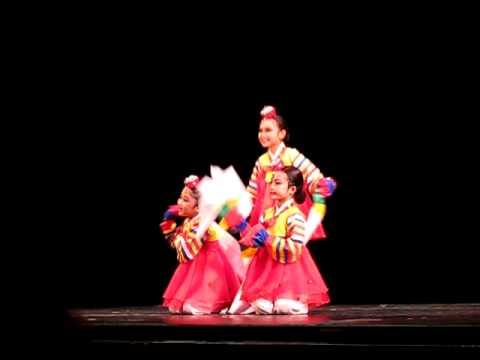 korean traditional puppet dance kkok du gak shi by