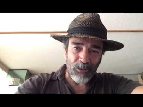 Damian Alcazar saluda a Paraguay