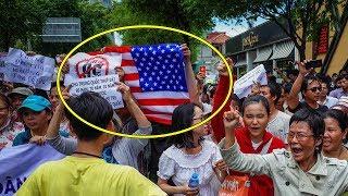 Vì sao lá cờ Mỹ xuất hiện trong cuộc biểu tình chống luật đặc khu tại Sài Gòn?