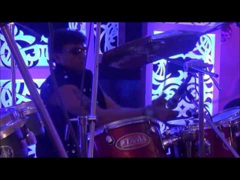 jaane jaan dhoondta phir raha nikhil drummer