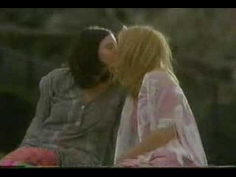 Lesbian Kissing - Liv Tyler & Kate Hudson from the movie Dr T & The Women