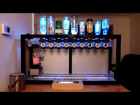 Крутой аппарат, который смешивает коктейли