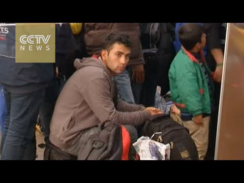 Migrants wait at Austria-Germany border for a unified policy