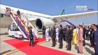 Pope Francis arrives in Thailand