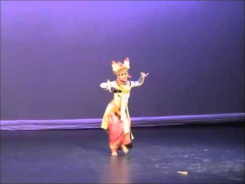 Putu Evie Dances Legong Condong At Danz 2008 video