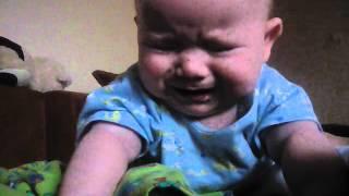 Почему ребёнок тужится и кряхтит в 6 месяцев