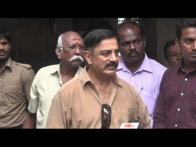 Kamal Hassan pays his condolences at K Balachander's residence | Death, Funeral