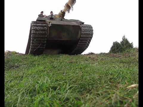 1/6 RC King Tiger RC Tank Climbing up the Hill