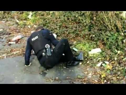 Copper Fucks His Leg Chasing Suspect - Classic video