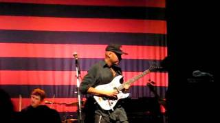 Tom Morello plays with Teeth.AVI