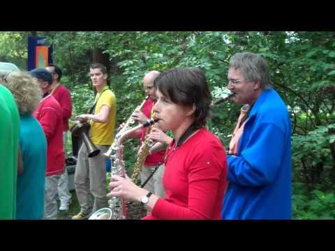 Tutti Saxi Speelt Bij Hardloop Evenement video