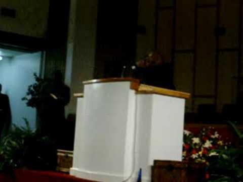 IPYPU Elder Chris Collier preaching at Zion