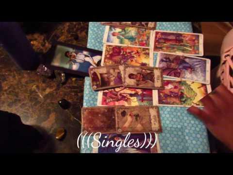 Aquarius April 2017 Love/Romance Tarot&Oracle Reading (Should I Stay or Should I Run)