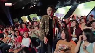 Hoài Linh, Trấn Thành tặng hoa Việt Hương, Hari Won, Lê Giang (08/03/18)