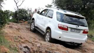 Toyota Fortuner vs Land Rover Discovery LR3 vs Volkswagen Amarok vs Toyota Prado at De Wildt.avi