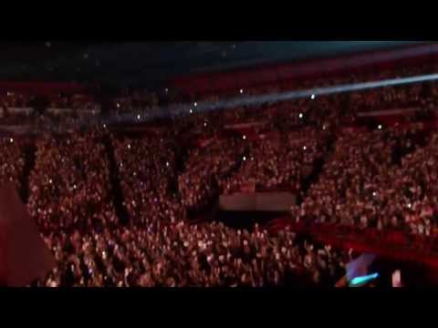 One Direction - Kiss You And Project (paris, 29 Avril 2013) video