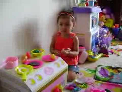BABY GiRL PLAYiNG WiTH HER NEW KiTCHEN TOYS