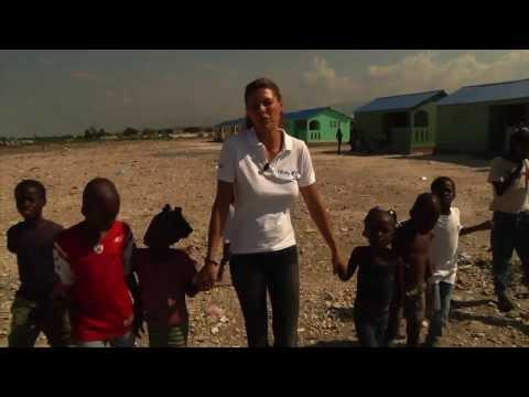 Novembre 2013, il ritorno di Martina Colombari ad Haiti con la Fondazione Francesca Rava