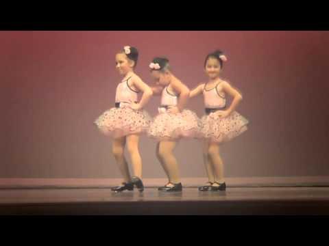 Niña se roba el show bailando con actitud