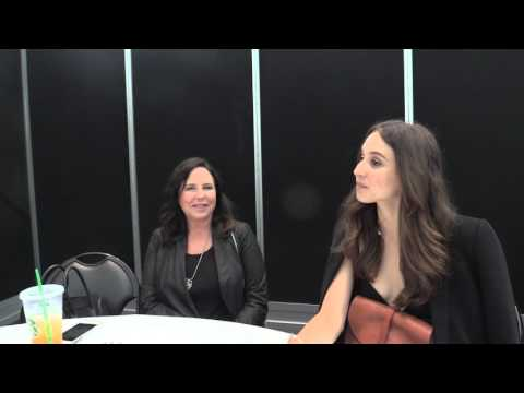 Comic Uno NYCC Interview 2015: I. Marlene King and Troian Bellisario from Pretty Little Liars