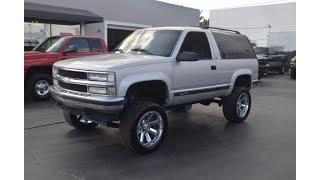clean 1995 Chevrolet Tahoe 2 Door LS lifted (photo slideshow)