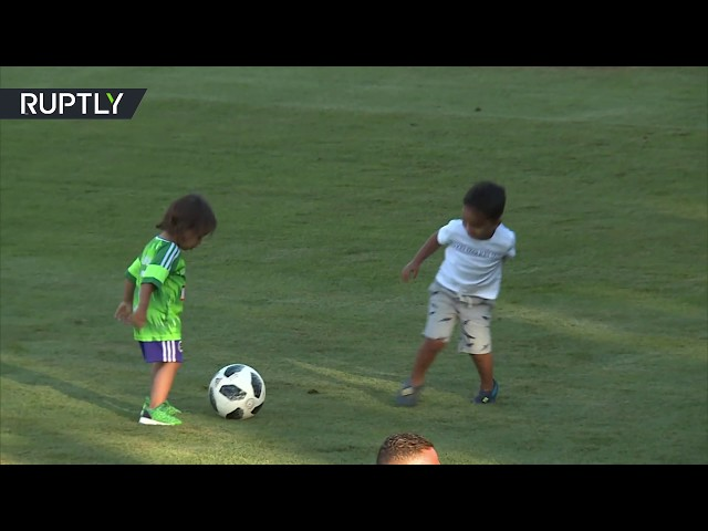 Football cuteness: Brazil stars' kids play football & with Matryoshkas
