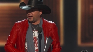 Download Lagu Aldean crowned entertainer of the year at ACM Awards Gratis STAFABAND