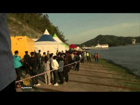 Death toll rises in South Korea ferry sinking