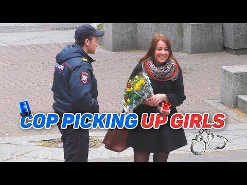 Пикап от полицейского / Cop Picking Up Girls Prank