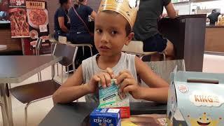 Theo e sua viagem pelo Para, hoje no Burger King