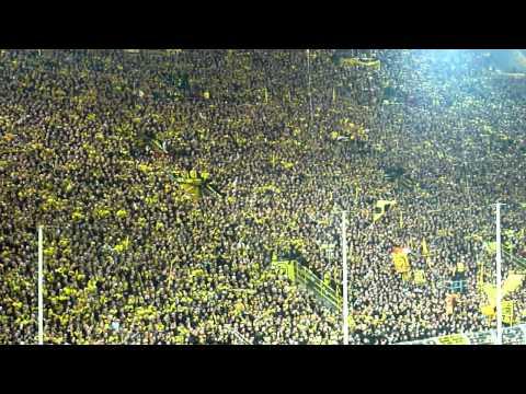 Borussia Dortmund - Schalke 04 (2-0) : prachtvolle Stimmung in Südtribüne (26/11/2011) HD