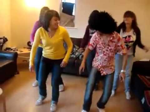 MeDo-AbHa رقص السامبا السعوديه في الخارج.flv