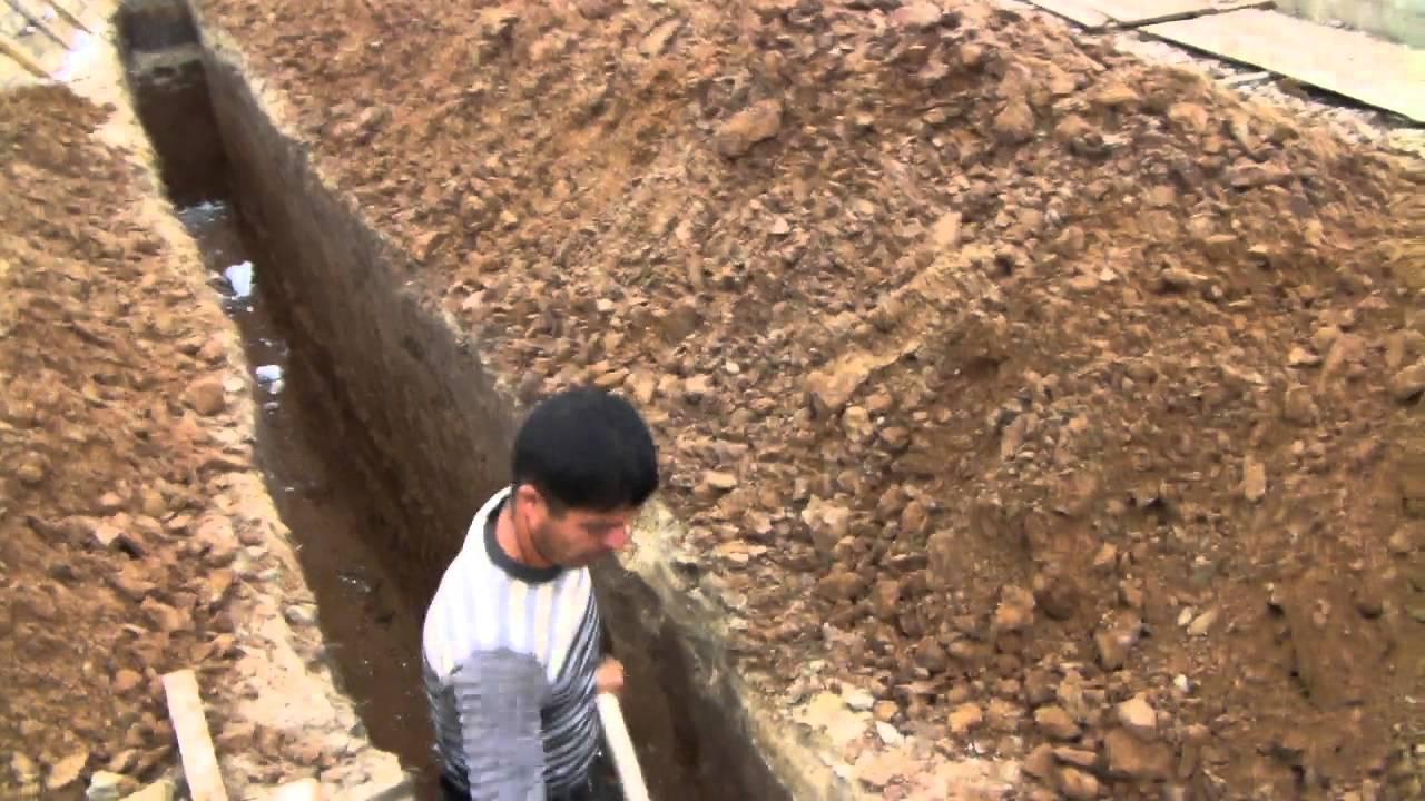 Как выкопать траншею под водопровод своими руками