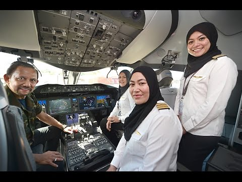 HIS MAJESTY THE SULTAN OF BRUNEI FLEW RB'S B787
