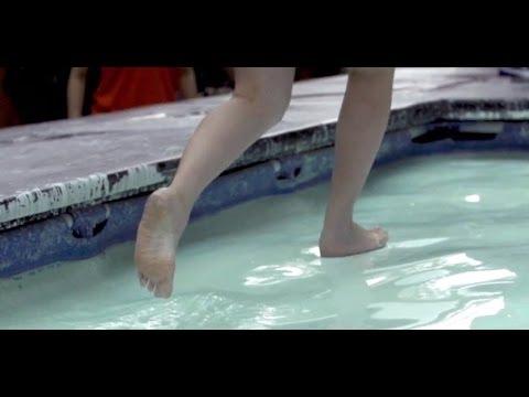 Хождение по воде  Неньютоновская жидкость